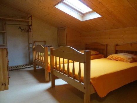 Chambre sous les étoiles avec deux lits simples jumelables